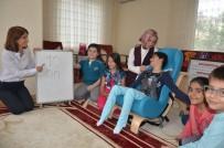 İLKOKUL ÖĞRENCİSİ - Engelli Öğrencinin Karnesini Evinde Verdiler