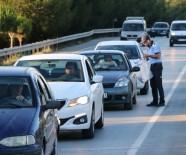 ZABITA MEMURU - Manisa'dan Geçen Sürücülere İftar Kumanyası