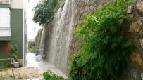 ŞELALE - Sağanak Yağış Yüzünden 5 Gün İçinde 3'Üncü Kez Aynı Evi Su Bastı