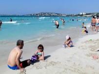 TURİZM SEZONU - Turizmcilere Göre Çeşme 20 Yılın En Kötü Sezonunu Yaşıyor
