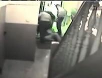 POLİS ŞİDDETİ - Alman polisinin şiddeti güvenlik kamerasında