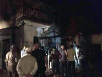 GÖKÇELER - Altıntaş'ta Yangın, 2 Katlı Ev Ve Tek Katlı Ahşap Bina Kül Oldu