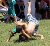 ARTVİN BELEDİYESİ - Artvin'in Şampiyonlar Ligi Karakucak Ve Boğaların Güreşleriyle Başladı