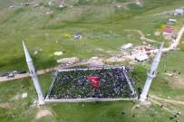 HALK PAZARI - Bu Caminin Ne Kubbesi Ne Çatısı Var