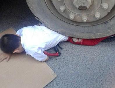 Hafriyat kamyonun altında kaldı, şans eseri kurtuldu