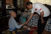 DENİZ FENERİ - Kapı Kapı Dolaşıp Yardım Dağıtıyorlar