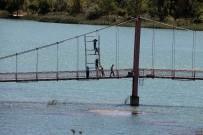 SEYHAN NEHRİ - Köprüde Ölümüne Mesai