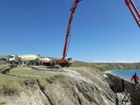 ÇEVRE TEMİZLİĞİ - Tuşba Belediyesi Mavi Bayraklı Halk Plajı Çalışmaları Devam Ediyor