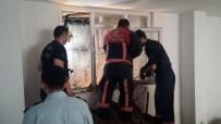 KANALİZASYON ÇALIŞMASI - Üzerine Toprak Çöken İşçi Hayatını Kaybetti