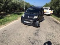 YOLCU MİNİBÜSÜ - Yolcu Minibüsü Önünde Seyreden Araca Çarptı Açıklaması 8 Yaralı