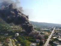 KAYAPA - Bursa'daki Yangına Havadan Da Müdahale Ediliyor