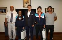 MUSTAFA DÜNDAR - Dündar'dan Başarılı Sporculara Ödül