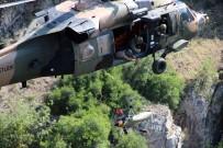 KANYON - Kanyonda Mahsur Kalan Dağcılar Askeri Helikopterle Kurtarıldı