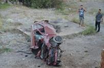 DİKKATSİZLİK - Otomobil MOBESE Direğine Çarptı Açıklaması 1 Yaralı