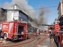 AKPINAR MAHALLESİ - Pendik'te İki Katlı Nalbur Dükkanı Alev Alev Yandı