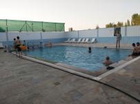 SAFRA KESESİ - Termal Açık Havuzda Yüzerek Şifa Arıyorlar
