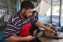FENOMEN - 'Ütü Tost' Yemek İçin Kuyruğa Giriyorlar