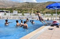 GENÇLİK MECLİSİ - Yetim Ve Öksüz Çocukların Havuz Keyfi