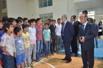 HAKKARİ VALİSİ - Yüksekova'da Öğrencilere Spor Malzemesi Desteği
