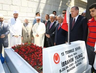 Cumhurbaşkanı Erdoğan ve Başbakan Yıldırım'dan 15 Temmuz Şehitliği'ne ziyaret