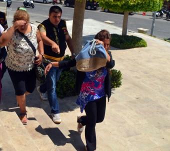 Hırsızlık şüphelileri, plajda güneşlenirken yakalandılar