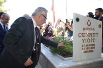 HAREKAT POLİSİ - Bakan Özhaseki 15 Temmuz Şehitlerinin Mezarlarını Ve Ailelerini Ziyaret Etti