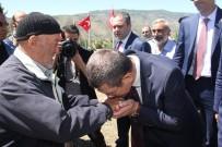 KIZ ÇOCUĞU - Başbakan Yardımcısı Nurettin Canikli'den 15 Temmuz Şehidi Emrah Sağaz'ın Mezarına Ziyaret