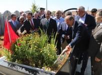 Cumhurbaşkanı Erdoğan'a Suikast Girişiminde Şehit Olan Polis Mezarı Başında Anıldı