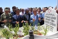 HASAN BASRI GÜZELOĞLU - Diyarbakır'da 15 Temmuz Şehitlerinin Mezarları Ziyaret Edildi