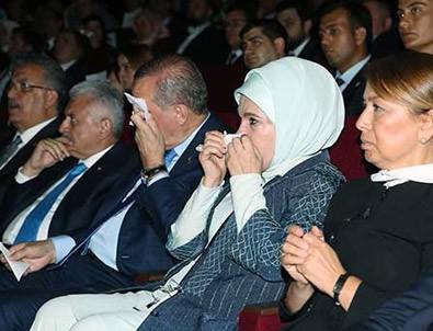 Meydanların dili sergisi açıldı! Erdoğan ve eşi gözyaşlarına hakim olamadı
