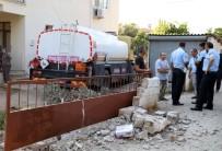 AKARYAKIT TANKERİ - Akaryakıt Tankeri Evin Bahçesine Daldı
