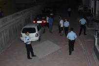 ALKOLLÜ SÜRÜCÜ - Alkollü Sürücü Mahalleyi Ve Polisi Çileden Çıkardı