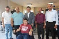 HUKUK DEVLETİ - Altunyaldız'dan Engelli Gence Anlamlı Hediye