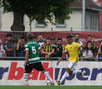 Fenerbahçe, Sporting Lisbon'a 2-1 kaybetti