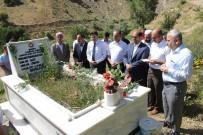 HAKKARI ÜNIVERSITESI - Hakkari'de Şehit Mezarlıkları Ziyaret Edildi