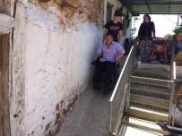 AKÜLÜ SANDALYE - İki Engelli Vatandaşın Daha Yüzü Güldü