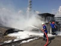 İŞ MAKİNESİ - Kardemir'de İş Makinesi Alev Alev Yandı