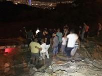 İBRAHIM ŞAHIN - Kontrolden Çıkan Otomobil Uçuruma Yuvarlandı Açıklaması 4 Yaralı