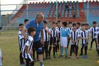 MANCHESTER UNITED - TKÜUGD Açıklaması 'Futbol İle Hayata Tutuyorlar'