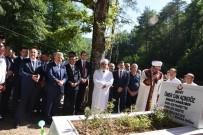 Bakan Arslan, Sinop'ta 15 Temmuz Şehidinin Kabrini Ziyaret Etti