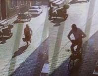 KAPKAÇ - Bisikletli Kapkaççı Önce Kameraya Sonra Polise Yakalandı