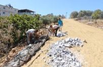 İSTİNAT DUVARI - Germencik Belediyesi Ortaklar'da Üst Yapı Çalışmalarını Sürdürüyor