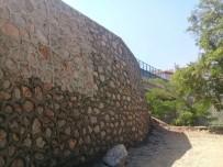 İSTİNAT DUVARI - Hereke Anadolu Lisesi'nin İstinat Duvarı Tamamlandı
