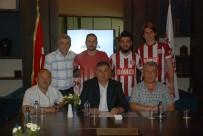 TEOMAN - Tokatspor 3 Futbolcuyu Kadrosuna Kattı