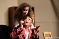 TİYATRO OYUNU - Ünlü Oyuncu İpek Tenolcay'a Sahnede Sürpriz