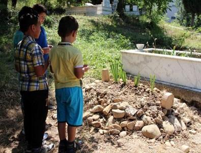 Zonguldak'ta annesinin boğarak öldürdüğü minik Emir Can toprağa verildi