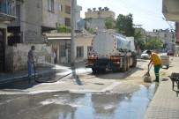 KALDIRIMLAR - Akdeniz Belediyesi Mahallerde Temizlik Çalışmalarını Sürdürüyor