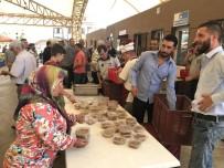 İSMAİL HAKKI - Akhisarlı Pazarcılar Şehitler İçin Helva Hayrı Yaptı