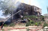 Başkent'te İki Tarihi Binada Yangın Açıklaması Binalardan Biri Çöktü