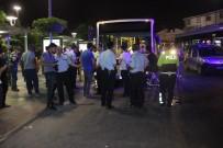 BELEDIYE OTOBÜSÜ - Belediye Otobüsü Yolcuların Arasına Daldı Açıklaması 5 Yaralı